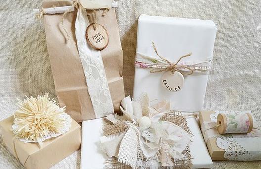 Como Embrulhar Presente com saco de papel e renda