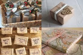 Como Embrulhar Presente com papel estampado de mapa