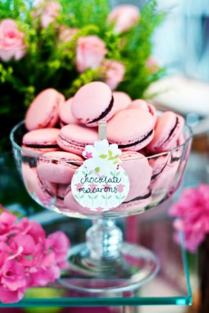 como fazer macarons rosas com recheio de chocolate