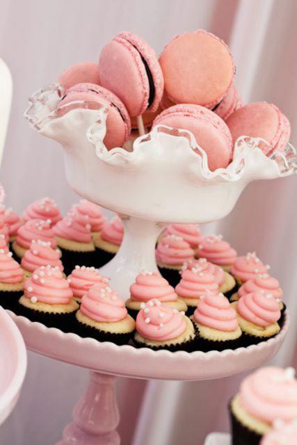 como fazer macarons rosa claro com recheio de chocolate