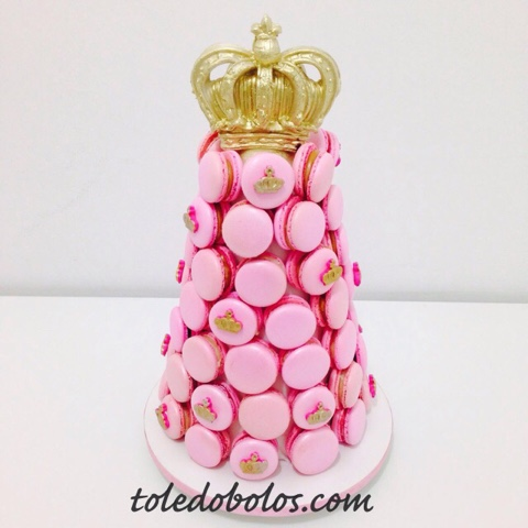 como fazer macarons rosa com detalhe de coroa