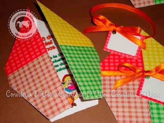 Convite Festa Junina com formato de balão colorido