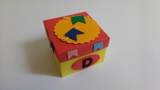 Convite Festa Junina com formato de caixa