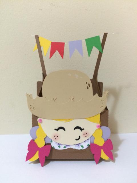 Convite Festa Junina com formato de menina caipira