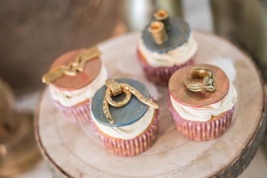cupcake mulher maravilha com cobertura metalizada