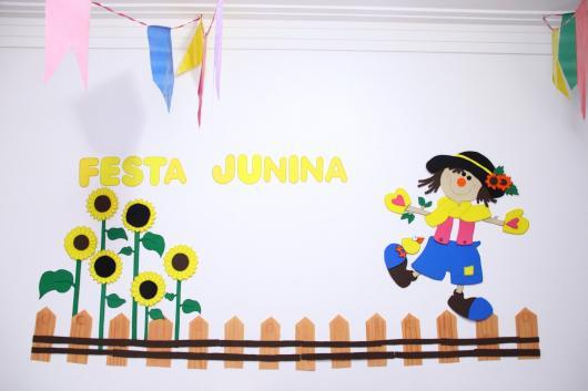 Decoração de Festa Junina Simples com painel de EVA