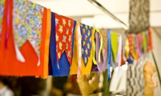 Decoração de Festa Junina Simples com bandeirinhas de tecido