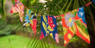 Decoração de Festa Junina Simples com bandeirinhas floridas