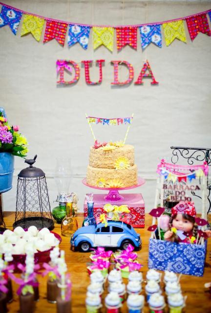 Decoração de Festa Junina Simples para aniversário com nome da aniversariante