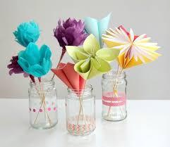 Decoração Dia das Mães com flores de papelem vidros