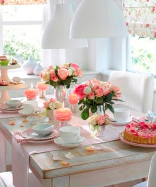 Decoração Dia das Mães para mesa com flores rosas claro