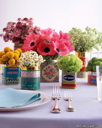 Decoração Dia das Mães para mesa com flores em latas