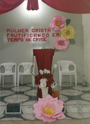 Decoração Dia das Mães para igreja com flores gigantes de papel