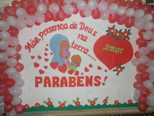 Decoração Dia das Mães com painel escrito mensagem evangélica
