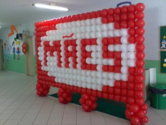 Decoração Dia das Mães para escola com painel de balões ecrito mãe