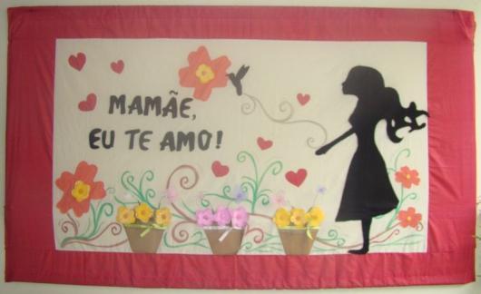 Decoração Dia das Mães para escola com painel vermelho e branco