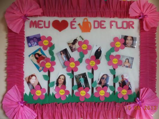 Decoração Dia das Mães para escola com painel com fotos das mães