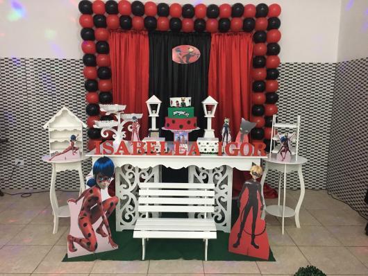 Decoração Provençal tema Ladybug com cortina vermelha e preta