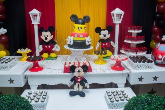 Decoração Provençal tema Mickey com bolo fake
