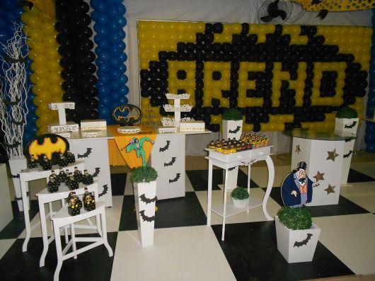 Decoração Provençal tema Batman com balões amarelos e pretos