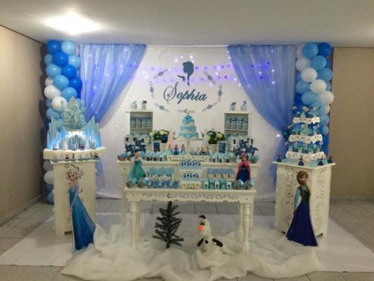 Decoração Provençal tema Frozen com cortina azul