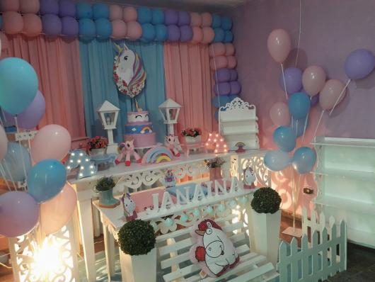 Decoração Provençal tema Unicórnio com balões rosas e azuis