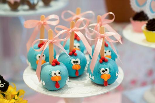 Doces Personalizados Galinha Pintadinha popcake