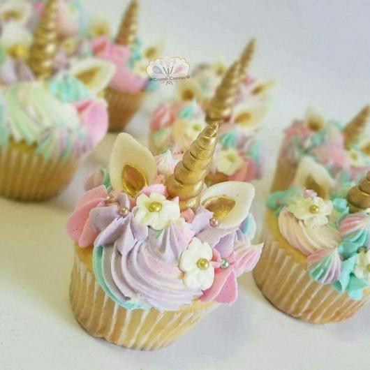 Doces Personalizados cupcake unicórnio com chifre dourado