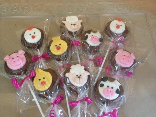 Doces Personalizados Fazendinha pirulito de chocolate com pintinho, porco e ovelha