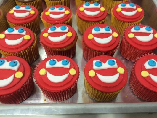 Doces Personalizados Carros cupcake vermelho