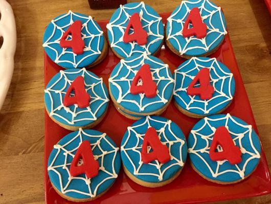 Doces Personalizados Homem-Aranha biscoitos decorados
