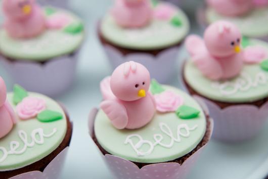 Doces Personalizados Jardim Encantado cupcake com passarinho