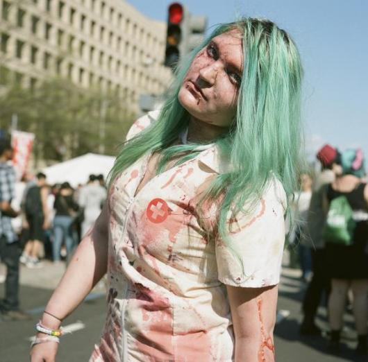 Fantasia de Enfermeira para Halloween com jaleco manchado com sangue falso