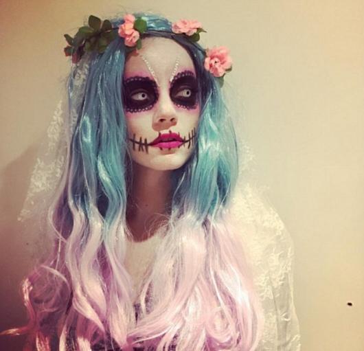 Fantasia Noiva Cadáver com cabelo colorido