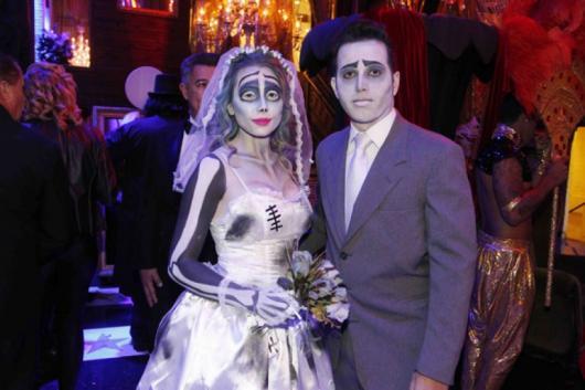 Fantasia Noiva Cadáver com vestido rodado