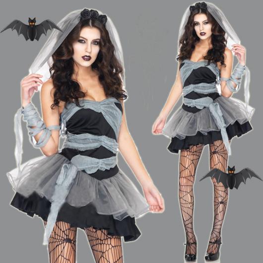 Fantasia Noiva Cadáver com vestido preto e branco curto