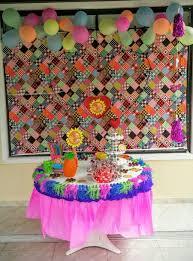 Festa Brega modelo de decoração com toalha improvisada de TNT rosa e zul