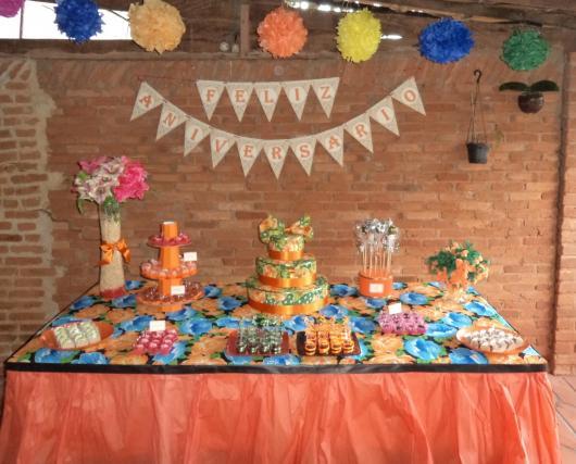 Festa Brega modelo de decoração com flores de papel crepom colorido