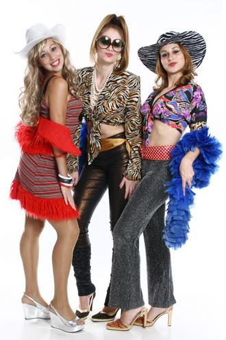 Festa Brega modelo de fantasia com plumas
