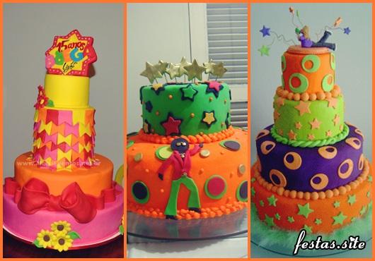 Festa Brega modelo de bolo brega com 2 andares laranja e verde