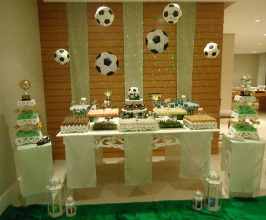 Uma decoração simples já garante uma festa inesquecível em que todos se divertirão bastante