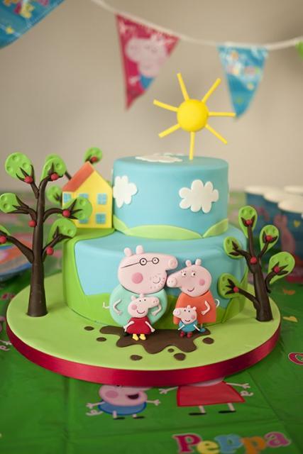 bolo decorado para festa George Pig