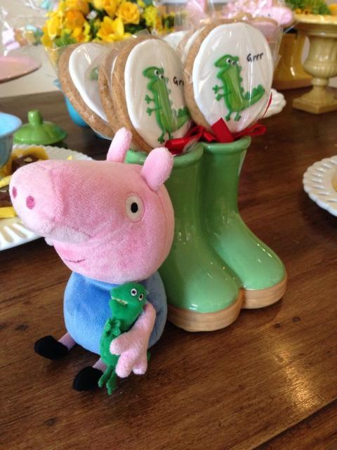 ideias para festa George Pig com dinossauro