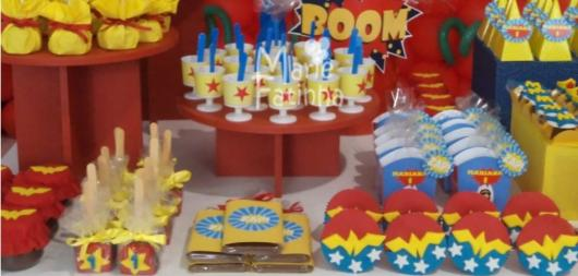 Festa Mulher Maravilha simples com kit festa