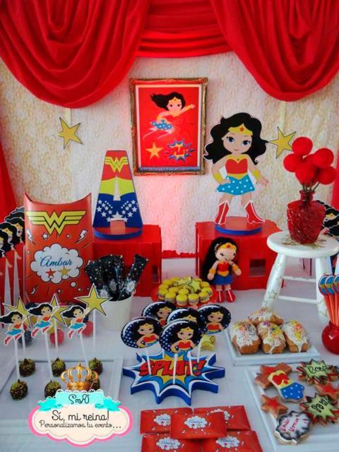 Festa Mulher Maravilha baby com display de mesa