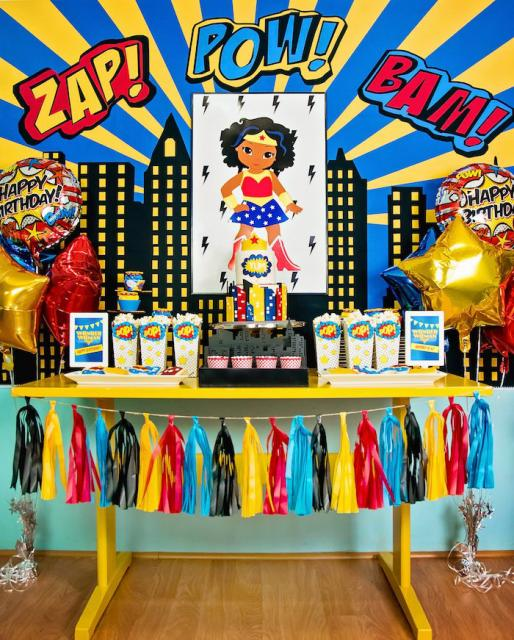 Festa Mulher Maravilha baby com kit festa na mesa