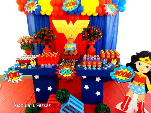 Festa Mulher Maravilha baby com display de chão