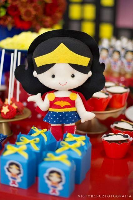 Festa Mulher Maravilha baby com bonequinha de feltro