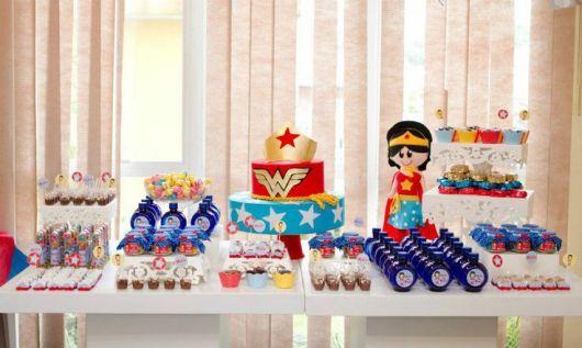Festa Mulher Maravilha baby com kit festa personalizado