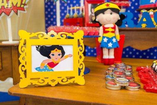 Festa Mulher Maravilha baby com quadrinho e boneca de feltro